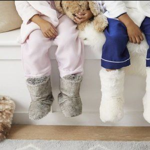 🌟NWT Pink Fuzzy Slipper Boots